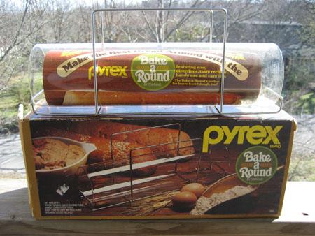 Pyrex Bake A Round