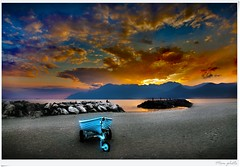 Salerno (Mem Foto) Tags: city sunset sea sky people italy beach boys clouds canon eos freedom coast la eyes flickr barca italia tramonto nuvole mare campania gulf gente air south free playa barche romantic contact concept breathe sole lungomare spiaggia salerno costiera sud citt sabbia scogli scogliera costieraamalfitana newvision cellula panoramafotogrfico mem7672 memfoto wwwmemfotocom wwwlaboratoriolacellulacom peregrino27newvision
