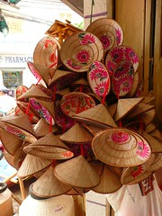 Vietnamese hats (purplecamaleon) Tags: world travelling photography photo asia vietnamese foto image carlos vietnam fotografia fotografo southasia peralta southvietnam purplecamaleon carlosperalta vietnamdelsur