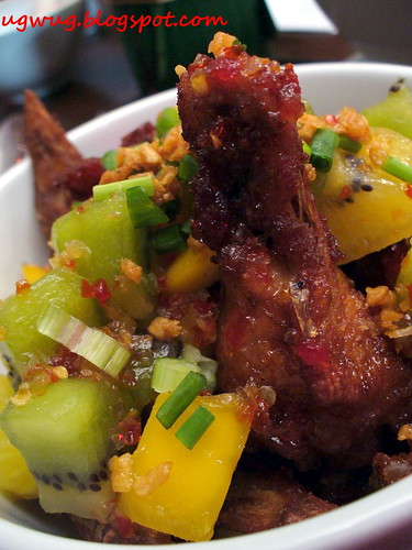 Kom's Chicken Wings with Mango-Kiwi Dressing