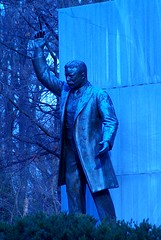 Teddy Blue-sevelt (philliefan99) Tags: blue washingtondc dc washington districtofcolumbia tungsten potomacriver theodorerooseveltisland georgewashingtonmemorialparkway theodorerooseveltmemorial
