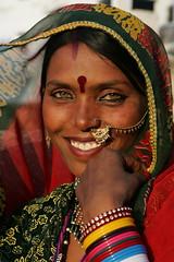 Beautiful smile in rajasthan (Bertrand Linet) Tags: portrait india girl smile indian pushkar rajasthan pappu papu goldstaraward pappudevi bertrandlinet