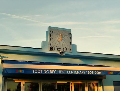 Tooting Bec Lido sundial