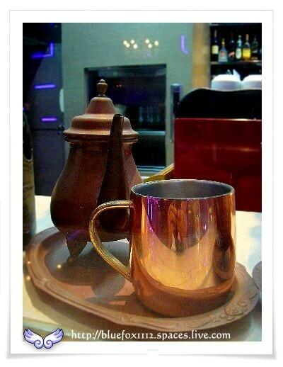 080324南台灣樂活之旅第9站_陶歐米納03_櫥窗裡的茶具