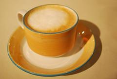 Café au lait (·Romi·) Tags: coffee café bar restaurant milk yummy nikon downtown sweet centro objects rico delicious mug treat teatime taza leche delicioso dulce d60 eatdrink merienda 220508 scobio córdoba802