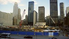Zona Cero / Ground Zero (SBA73) Tags: 2001 nyc usa ny newyork construction unitedstates crane manhattan worldtradecenter agujero 911 crater twintowers wtc grua groundzero 2009 estadosunidos nuevayork construcció 11s novayork forat torresgemelas zonacero torresbessones estatsunits