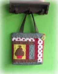 Um docinho depois do almoo , faz Bem! (Joana Joaninha) Tags: love bag quilt amor felicidade cupcake feliz patchwork bolsa doce diadosnamorados pa joanajoaninha