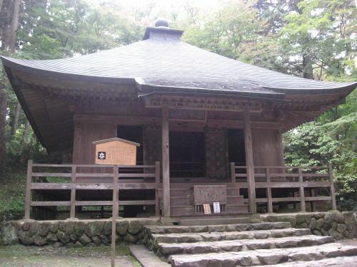 中尊寺(旧覆堂・経堂) 旧覆堂は、現在の覆堂になるまで、金色堂を覆雨風から金色堂を守っていた建.