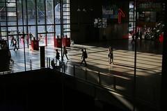 Le Couple du Hall, Beaubourg, Centre Pompidou (Renzo Piano) (Thomas Grascoeur) Tags: light paris geometric museum architecture modern hall couple shadows lumire centre piano muse moderne pompidou renzopiano renzo beaubourg ombres gomtrique
