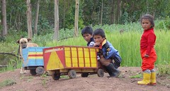 Karro pujllay (CUSQUENIAN) Tags: wood portrait peru boys rural children toy madera child retrato cusco nios per andes campo carro juego ramiro andino andinos topic urubamba juguete andean jugando peruano ande chinchero andina cebada sudamrica portilla ua cusqueo pujllay moreyra camioncito diamondclassphotographer flickrdiamond goldstaraward avision cusquenian nationalgeohraphic erqe