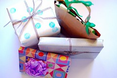 Pressies Wrapped in Recycled and Repurposed Wrapping