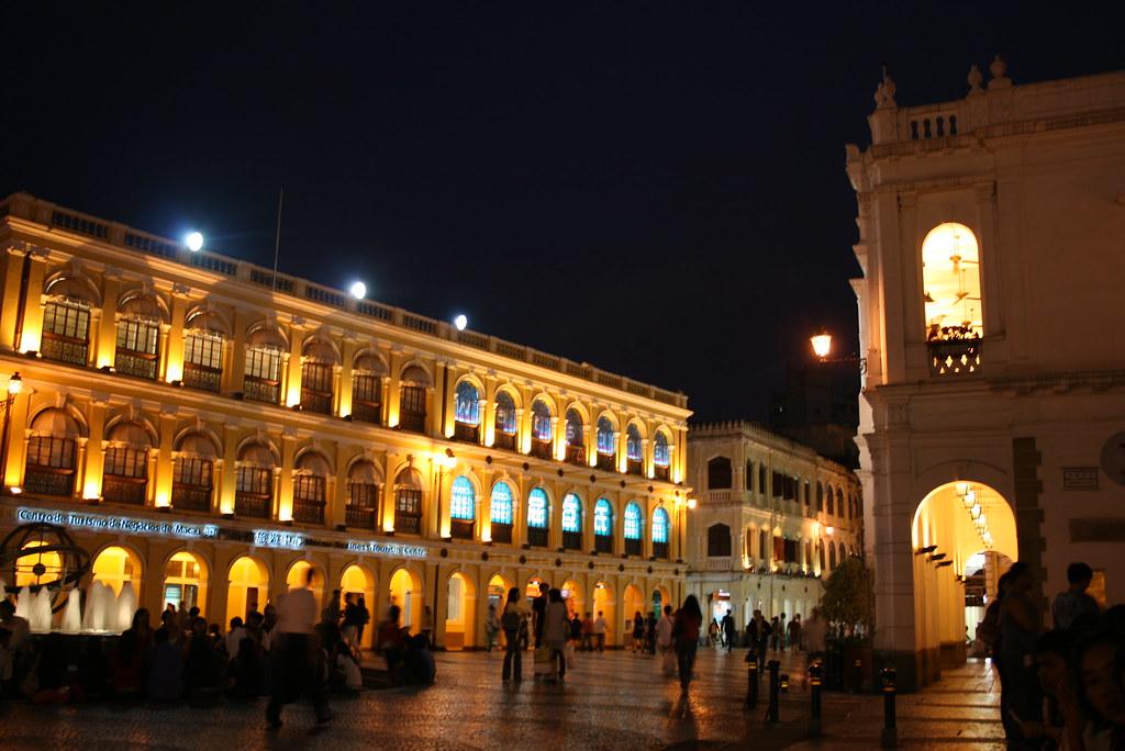 plaza del senado por la noche