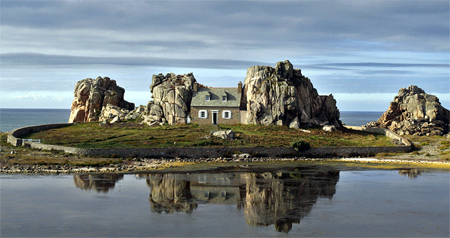 House Between the Rocks
