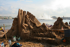 Sand Sculpture Competition in St. Petersburg - IMG_7478-Lightroom-Canon 18.0-55.0 mm-21 mm-1-250 sec at f-9.0-ISO 200 (Andreas Helke) Tags: city sculpture beach canon stpetersburg sand europa europe y russia competition 2006 event fav dslr canoneos350d sandsculpture lightroom russland 1207 inthecity candreashelke carvercommunity fav6 worldsfavorite explorepotential donothide diamondclassphotographer 2007121482 pi685 20071214114 pi192 20071214245 20071226366 20071229466 pi39 200705031176 fav5andmore fav2andmore mymoreinterestingphotos
