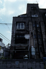 070619044.jpg (todoanphoto) Tags: tokyo contax rx distagon carlzeiss minowa 25mmf28 dojunkaiapartment