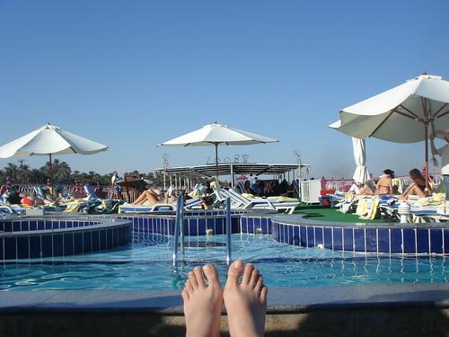 遊艇上的泳池和我的腳丫丫