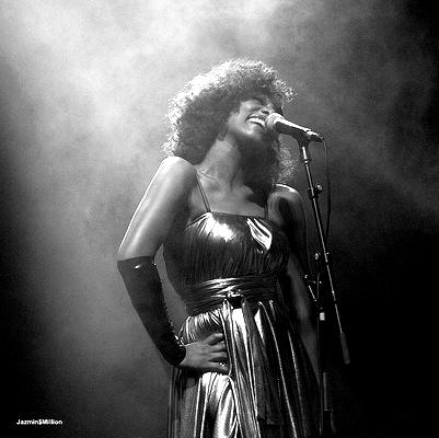 Singer, Joi Starr