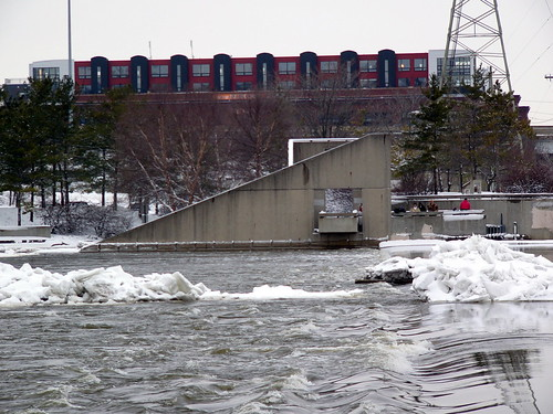 Grand River at the Sixth Street Bridge, 7 February 2008