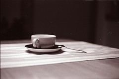 (nightdriver85) Tags: film cup tasse coffee analog 35mm canon eos shoot drink kaffee 400 agfa tee apx löffel tischdecke phtography 500n
