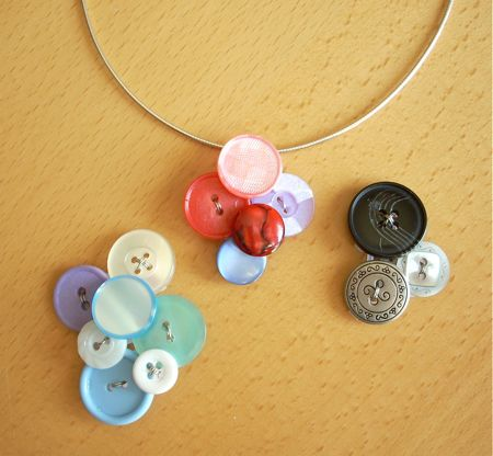Holiday Crafts Made From Buttons http://www.craftypod.com/2008/05/19/how-to-make-a-cool-button-pendant/