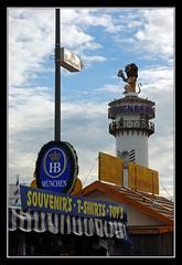 Löwenbräu tower, Oktoberfest (matt :-)) Tags: beer munich münchen bayern bavaria stand oktoberfest monaco 1870mmf3545g bier munchen mattia birra zelt muenchen hb hofbrau 2007 lowenbrau baviera zelte hofbräu theresienwiese zelten löwenbräu festhalle supershot bierzelte nikond80 consonni mattiaconsonni