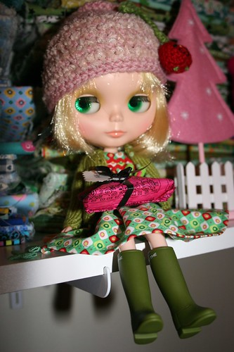 Winter Meet 2007 by keyinherpocket is Parasol Doll.