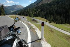 Kehrenkoller (Rob de Hero) Tags: italien italy mountains alps bike italia berge motorbike triumph motorcycle alpen curve triple biketour südtirol southtyrol motorrad kurve motorcycletrip motorradtour speedtriple pordoi triumphspeedtriple passopordoi pordoijoch motorcyclejourney