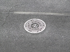 Városi ragyogás / Urban Shine (ssshiny) Tags: city urban metal silver grey hungary shine budapest asphalt sewell magyarország város csatorna ragyogás aplusphoto ezüst fém örsvezértér aszfalt sewellcover csatornafedő szükre