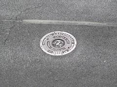 Vrosi ragyogs / Urban Shine (ssshiny) Tags: city urban metal silver grey hungary shine budapest asphalt sewell magyarorszg vros csatorna ragyogs aplusphoto ezst fm rsvezrtr aszfalt sewellcover csatornafed szkre