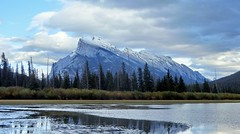 Mt. Rundle - Vermillion Lakes, Alberta, CA (André-DD) Tags: kanada canada panorama wolken clouds wolke cloud sonne sun wasser water lake see vermillionlakes banff banffnationalpark nationalpark alberta natur nature bäume baum trees tree berge mountains mountain reflektion reflection herbst autumn fall cans2s outdoor sky landscape rundle mtrundle