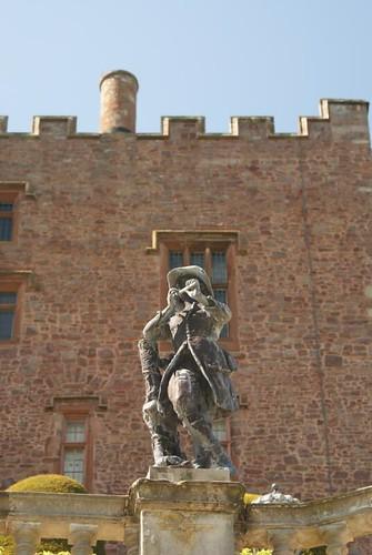 powis_castle-statue