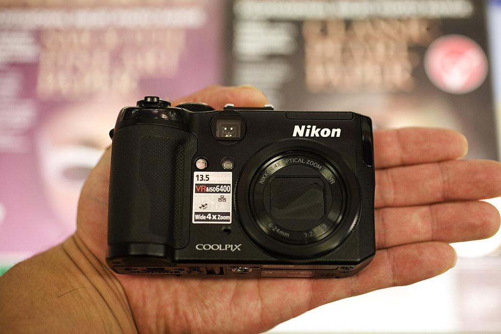 Palming the Nikon P6000