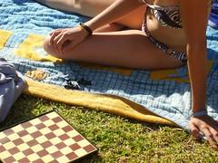 Jugando al ajedrez en la piscina