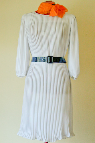 VINTAGE 60s 20s style white pleated flapper dress - 6