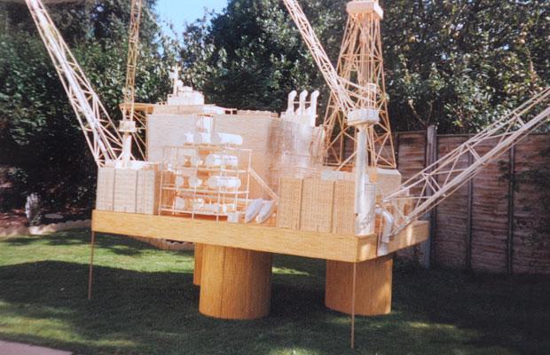 4백만 개의 성냥개비로 만든 석유 시추선