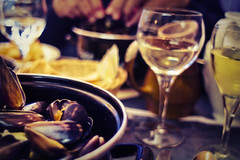 Eating Mussels (Guido Musch) Tags: france water hands nikon boulogne bokeh explore frankrijk mussels whitewine mosselen boulognesurmer d40 colorefexpro guidomusch vivitar28mm25