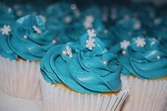 Vanilla blue cupcakes