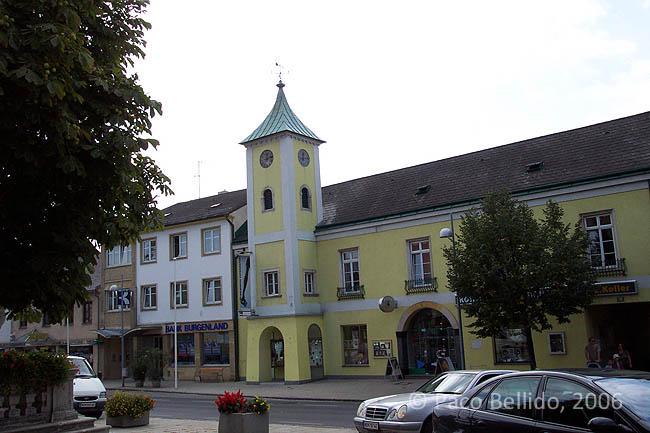 Una calle de Neusiedl am See. © Paco Bellido, 2006