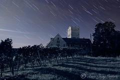 Spooky night (violafoto ♫) Tags: light castle night stars nacht low ghost spooky castelo schloss stern nuit notte castillo malam stimmung burg bintang startrails etoiles nachtfotografie gespenstisch geisterhaft neipperg sternspuren hgviola