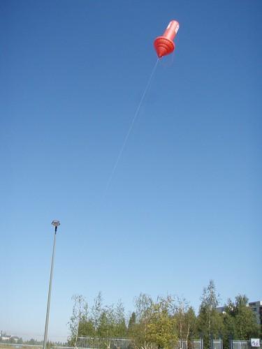 Pfeil-Ufo bei Tag