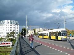Tram auf der Warschauer Brcke (kaffeeeinstein) Tags: berlin germany deutschland tram streetcar bahn tramway m10 strassenbahn trolleycar bombardier bvg 2016 warschauerbrcke berlinerverkehrsbetriebe strasenbahn warschauerstrase gt6nzr