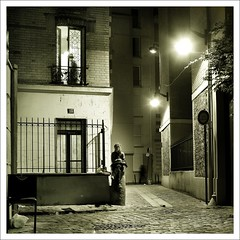 l'attente (Thibaut Lafaye) Tags: street cinema paris night thibaut rue nuit serie noire lafaye 500x500 blackwhitephotos winner500 storybehindimage