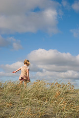 dune  (little girl, child, walking over sand dunes at the beach) (Le Fabuleux Destin d'Amlie) Tags: sea newzealand summer sky holiday beach girl weather kids clouds climb three kid sand toddler child play pentax ns review getty summertime aotearoa pv sanddunes forme nsr waitarere 1645mm gettyvacation2010 gettyimagesportraits