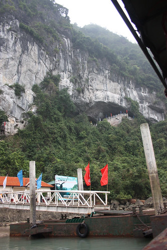 Pier to the Hang Đầu Gỗ Cave