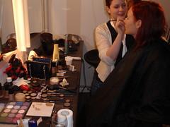Jag gör makeupen på Bea, sångerskan.