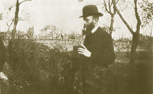 Vuillard con su Kodak (nota: esta fotografía no fue realizada en Córdoba).
