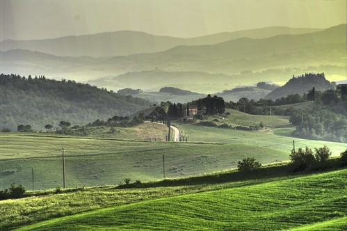 Raggi di luce dorata prima di notte - Rays of golden light before night (Tuscany, Italy)