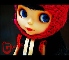 Tweet loves red!
