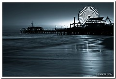 Santa Monica landmark (California CPA) Tags: california bw reflection night lights pier losangeles santamonica firmware 5d lightroom 5dm2
