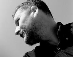 Berlin-Pankow, Juni 2009 (Thomas Lautenschlag) Tags: portrait blackandwhite selfportrait male me beard bart selbstportrait barbe stubble barbu sideface selbstauslser  barbouze thomaslautenschlag